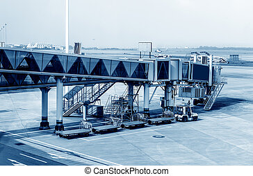 Airport boarding bridge - Shanghai Pudong Airport boarding...