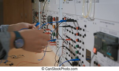 Intern in lab connect the cables to the device - Intern in...
