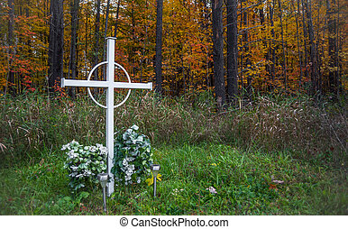 Wooded unknown person grave. - An unknown person grave...