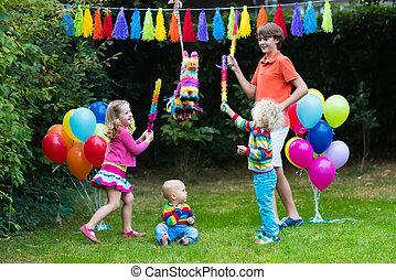 niños, juego, cumpleaños,  piñata