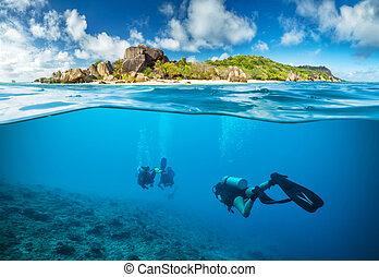au-dessous,  Seychelles, plongeurs,  surface