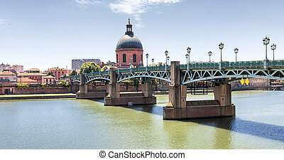 Saint-Pierre Bridge in Toulouse - Panoramic view of...