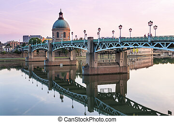 Toulouse at sunset - Saint-Pierre Bridge reflecting in...