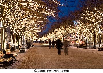berlin unter den linden christmas - blurred peopleon unter...