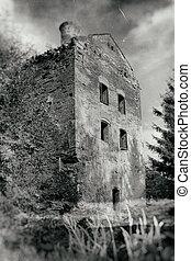 Abandoned Haunted House - Image of the abandoned haunted...