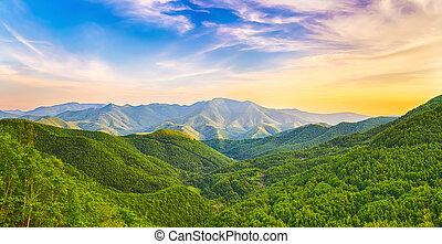 Montaña, Valle, ocaso