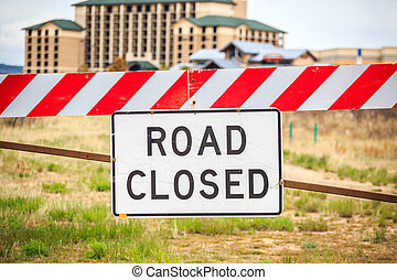 Road closed sign, USA - Road closed warning sign, United...