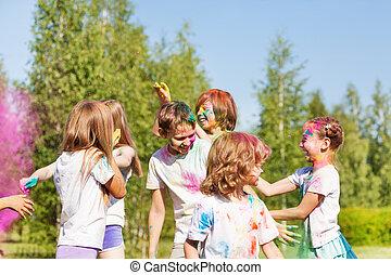 dzieciaki, barwny, Zewnątrz, proszek, zabawa, posiadanie, szczęśliwy