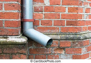 The old downpipe at the red brick wall.