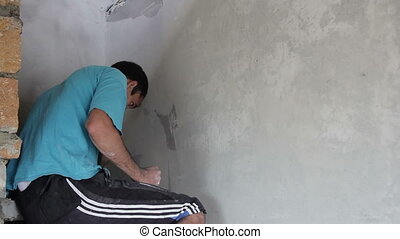 Painter put putty on the wall