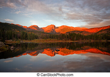 Morning Glow on Sprague Lake - Beautiful alpine glow on...