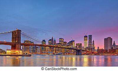 Puente,  Brooklyn,  Manhattan, anochecer
