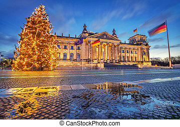 Reichstag and christmas tree in Berlin - Reichstag christmas...