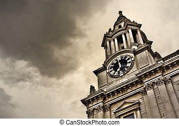 St Paul s Cathedral - Tower of St Pauls Cathedral Dramatic...
