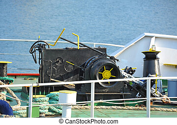 Anchor windlass with chain - Anchor windlass mechanism with...