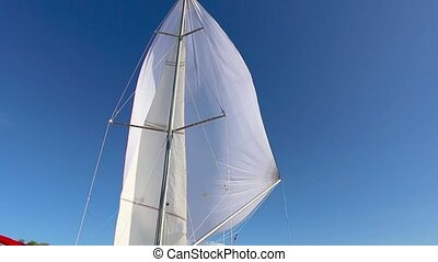 Proper configuration of the spinnaker on a fair wind -...