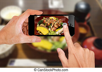 Food photography by smartphone for social media