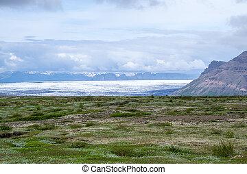 Aproaching the volcano - Skaftafellsjokull glacier in...