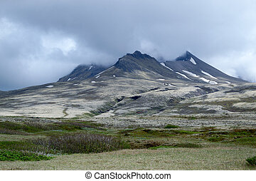 Aproaching the volcano - Skaftafellsjokull glacier in...
