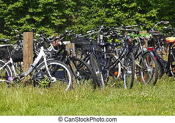 Fahrraeder16m109.JPG - Parkende Fahrräder, Deutschland,...