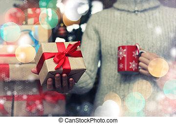 Dar, nuevo, mano, regalo, año