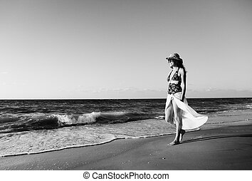 Beautifull 40 years old woman walking on the beach