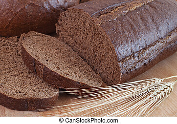 bread and wheat spikelets