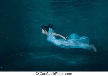 Woman in the pool. - Woman at the bottom of the pool, she...