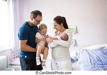 filha, varicela, pai, filho, segurando, mãe, bebê