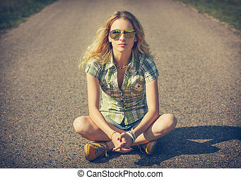 Street Style Hipster Girl Sitting on the Road. Fashion Woman...