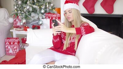 Pretty young blond woman chatting on her mobile phone -...