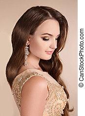 Makeup. Elegant lady portrait, sensual brunette woman with...