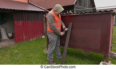 Worker using grinding machine