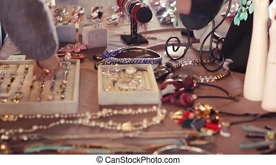 Beauty Fair in Russia. Choosing jewelry for women - Beauty...