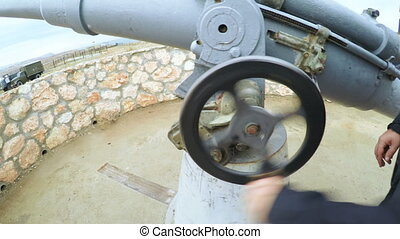 Manual lowering of artillery gun barrel - RUSSIA,...