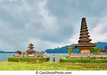 Balinese water palace on Bratan lake - Scenic view of...