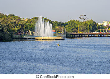 Lake and fountain in Guayaquil - Lake and a fountain nearby...