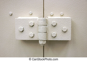 Robust metal hinges - Photo shows very sturdy and robust...