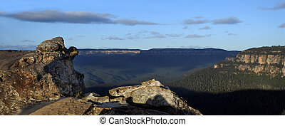 Panoramic landscape view of Grose Valley from Lincoln Rock...