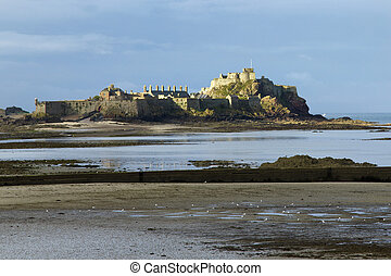 Castle at low tide - Elizabeth Castle at the entrance to St...