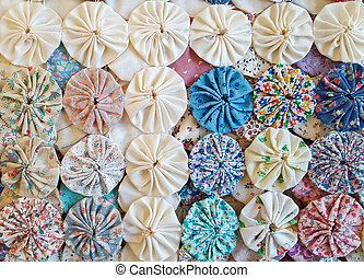 circle puff quilt design - close up of circle puff patchwork...