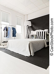 Interior with white bed - Spacious interior with big white...