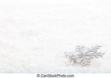 Snow flake on snow background - Silver snow flake on snow...