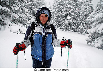 bello, montagne, donna, inverno, Camminare
