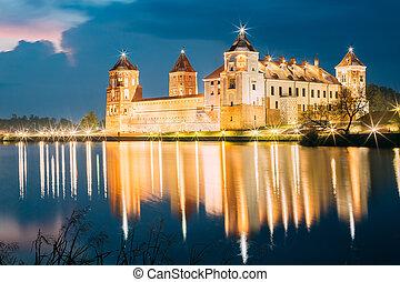tarde, escénico, Belarus, brillante, Complejo, castillo,...