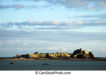 Elizabeth Castle at dusk on Jersey - The Tudor stronghold at...