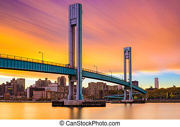 Wards Island Bridge crossing the Harlem River between...