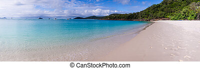 Whitehaven beach panorama at Whitsunday Island - Panorama of...
