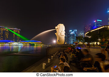 Merlion statue fountain in Singapore - city skyline -...