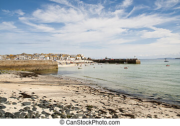 Port St. Ives, Cornwall, UK - Port Saint Ives in low tide,...